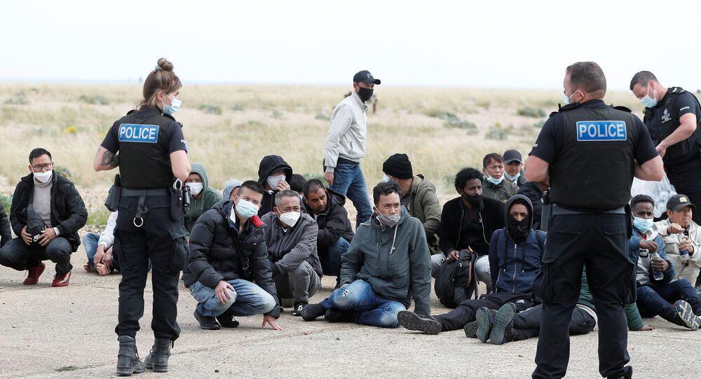 وصول المهاجرين إلى بريطانيا عبر القناة الإنجليزية