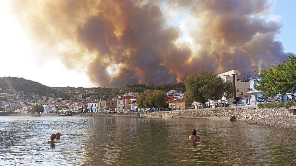 اشتعال حرائق الغابات في جزيرة إيفيا، اليونان 3 أغسطس 2021