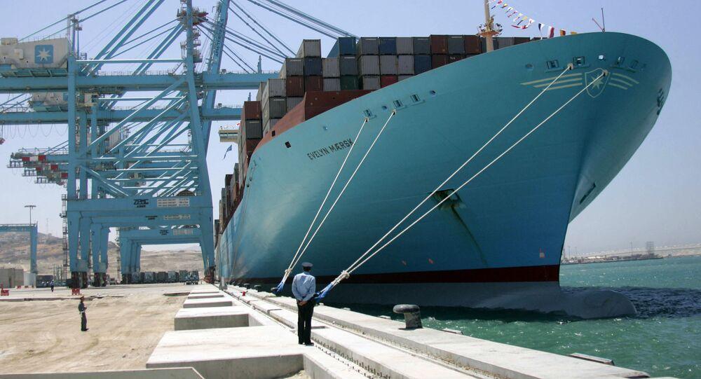 ميناء طنجة المغربي المطل على المتوسط في يوم افتتاحه 27 يوليو 2007