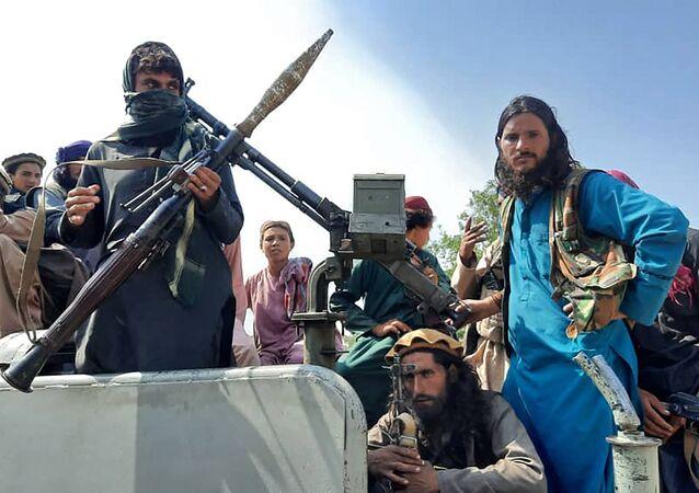 مسلحي حركة طالبان الأفغانية خلال عملياتها العسكرية التي قادت للسيطرة على العاصمة كابول في 15 أغسطس 2021