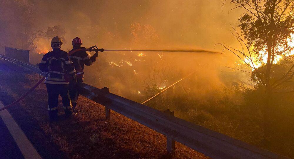 فرق الإطفاء تكافح حريق غابات ضخما في جنوب فرنسا