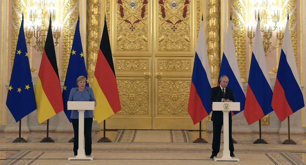 المؤتمر الصحفي للرئيس الروسي فلاديمير بوتين والمستشارة الألمانية أنغيلا ميركل