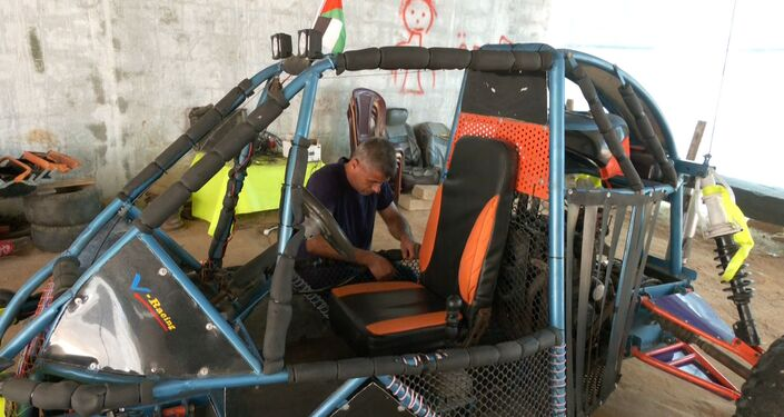 فلسطيني يصنع اول سيارة سباق سريعة في قطاع غزة