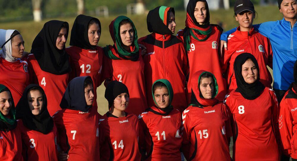 لاعبات كرة قدم أفغانيات