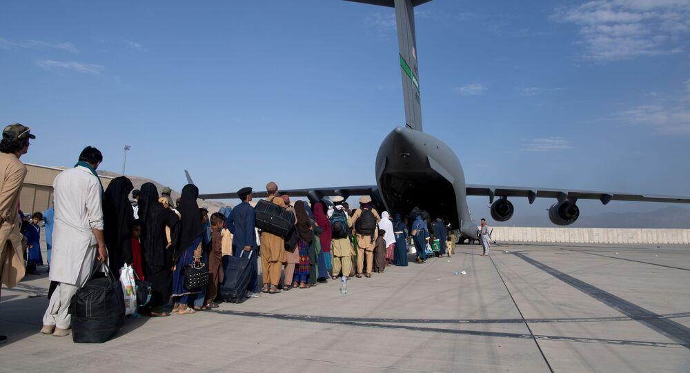 عمليات إجلاء أجانب وأفغان من مطار كابول بعد سيطرة حركة طالبان على الحكم