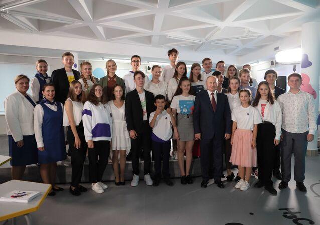 لقاء الرئيس الروسي مع تلاميذ مركز الأطفال أوكيان في مدينة  فلاديفوستوك