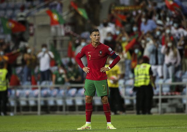 لاعب مانشستر يونايتد الإنجليزي كريستيانو رونالدو بقميص المنتخب البرتغالي في مباراة أيرلندا في تصفيات كأس العالم 2022