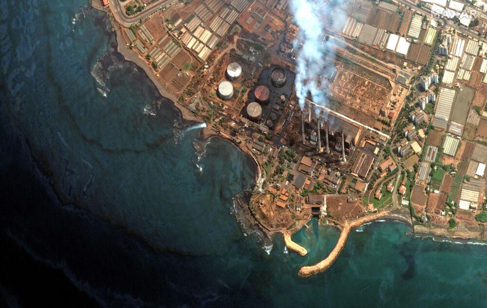 صورة من الأقمار الصناعية  ماكسار تظهر حجم تسرب زيت الوقود من محطة كهرباء في سوريا، 31 أغسطس 2021
