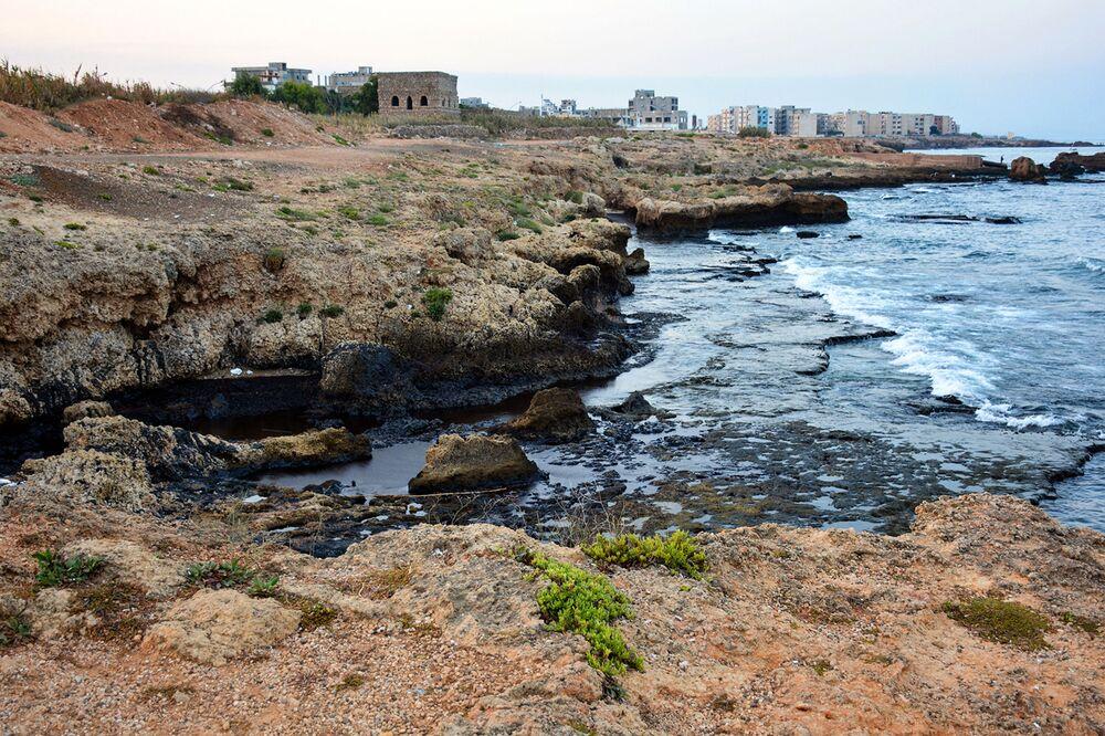 تسرب زيت الوقود من محطة كهرباء بانياس على ساحل البحر الأبيض المتوسط في سوريا، 31 أغسطس 2021