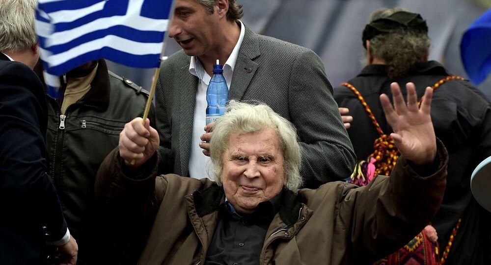 المؤلف الموسيقي اليوناني الشهير ميكيس ثيودوراكيس