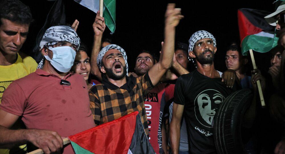 مظاهرات ليلية على حدود قطاع غزة، شرق مدينة خان يونس، فلسطين 2 سبمتمبر 2021