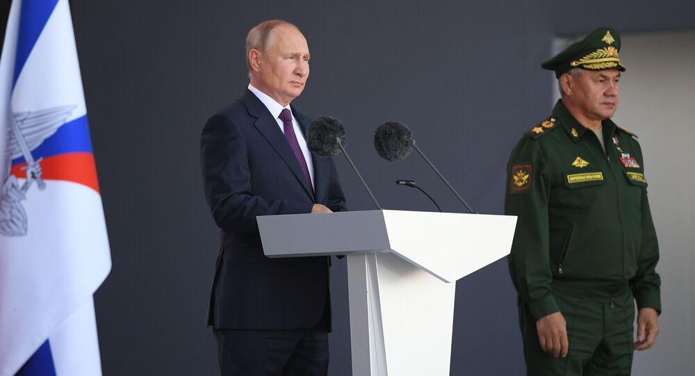 وزير الدفاع الروسي سيرغي شويغو والرئيس الروسي فلاديمير بوتين