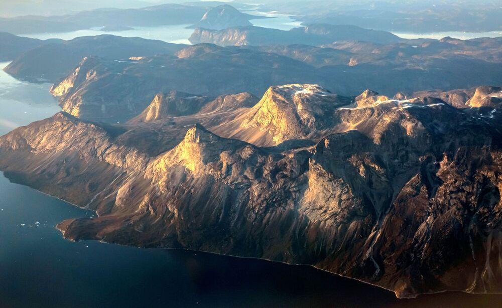 الجبال في الساحل الشرقي بالقرب من نوك، غرينلاند، 4 سبتمبر 2021