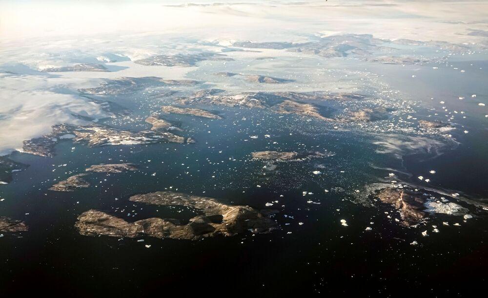 ذوبان الجليد والجبال الجليدية في الساحل الشرقي، غرينلاند، 4 سبتمبر 2021