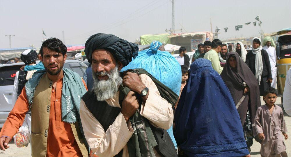 لاجئون أفغانيون يعبرون الحدود إلى باكستان، أفغانستان 7 سبتمبر 2021