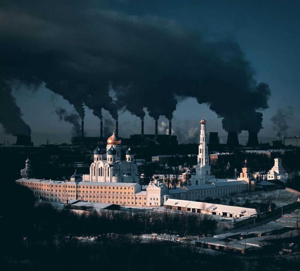 صورة بعنوان توضيح مجازي عن المدينة والشتاء، للمصور سيرغي بوليتايف، الفائز بالمركز الأول في فئة الحضاري من مسابقة التصوير بواسطة الدرون لعام 2021