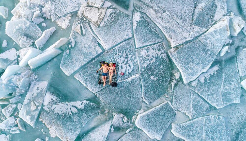 صورة بعنوان موسم الشاطئ، للمصور ألكساندر فلاسيوك، الفائز بالمركز الأول في فئة الناس من مسابقة التصوير بواسطة الدرون لعام 2021