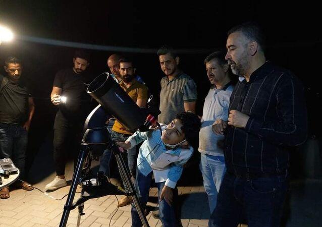 الطفل العراقي إبراهيم آل ديبس يوثق الأحداث الفلكية في سماء بغداد، العراق 8 سبتمبر 2021