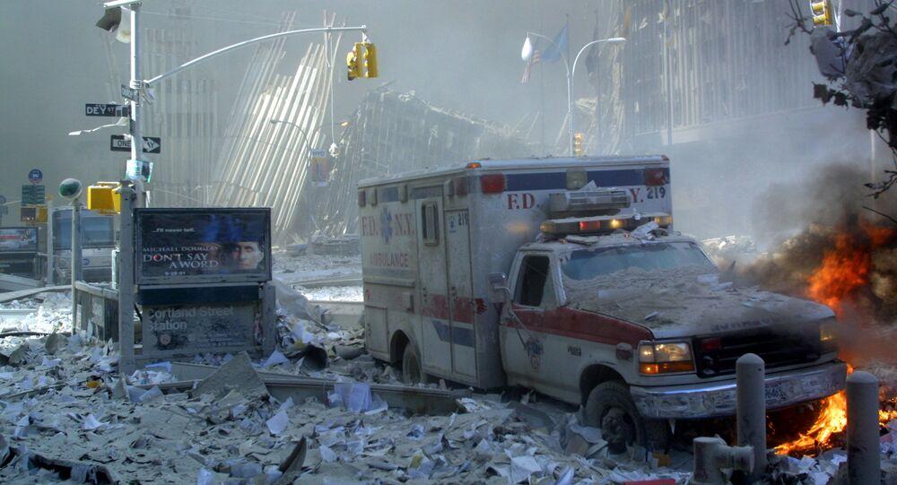 سقوط برجي التوأم المركز التجاري في مدينة نيويورك، الولايات المتحدة الأمريكية 11 سبتمبر 2001