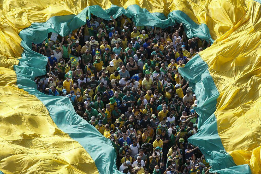 البرازليون يشاركون في مظاهرة لدعم الرئيس البرازيلي جايير بولسونارو في ساو باولو، البرازيل 7 سبتمبر 2021، الذي يوافق يوم استقلال البرازيل.