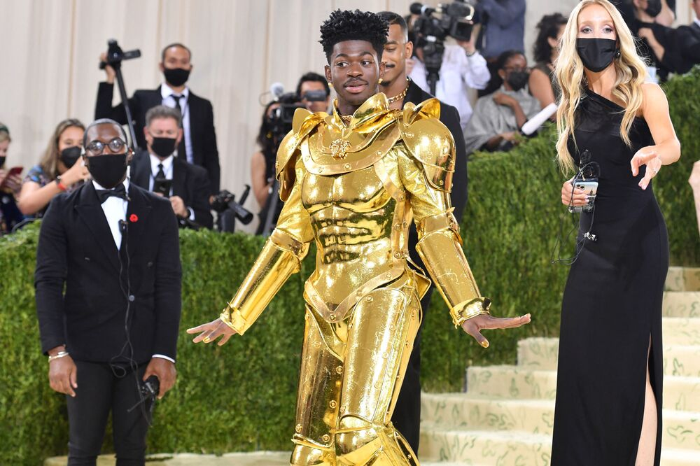 مغني الراب ليل ناس إكس (Lil Nas X) خلال حفل ممتحف متروبوليتان للفن في تصميم الأزياء، خلال مراسم احتفالية بافتتاح معرض في أمريكا: معجم الموضة في مدينة نيويورك، الولايات المتحدة، 13 سبتمبر 2021