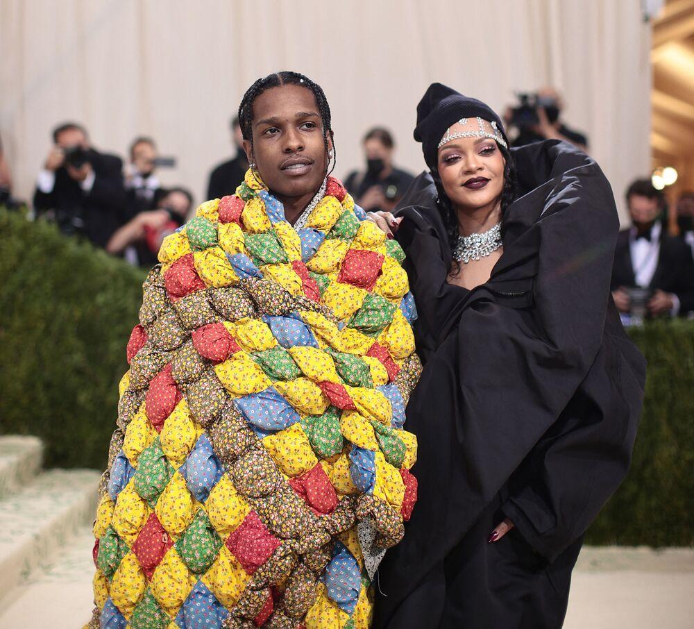 المغنية ريهانا والفنان أساب روكي ( ASAP Rocky) خلال حفل ممتحف متروبوليتان للفن في تصميم الأزياء، خلال مراسم احتفالية بافتتاح معرض في أمريكا: معجم الموضة في مدينة نيويورك، الولايات المتحدة، 13 سبتمبر 2021