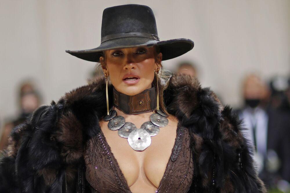 المغنية ومؤلفة الأغاني وراقصة ومصممة أزياء والمنتجة الأمريكية جينيفر لوبيز خلال حفل ممتحف متروبوليتان للفن في تصميم الأزياء، خلال مراسم احتفالية بافتتاح معرض في أمريكا: معجم الموضة في مدينة نيويورك، الولايات المتحدة، 13 سبتمبر 2021