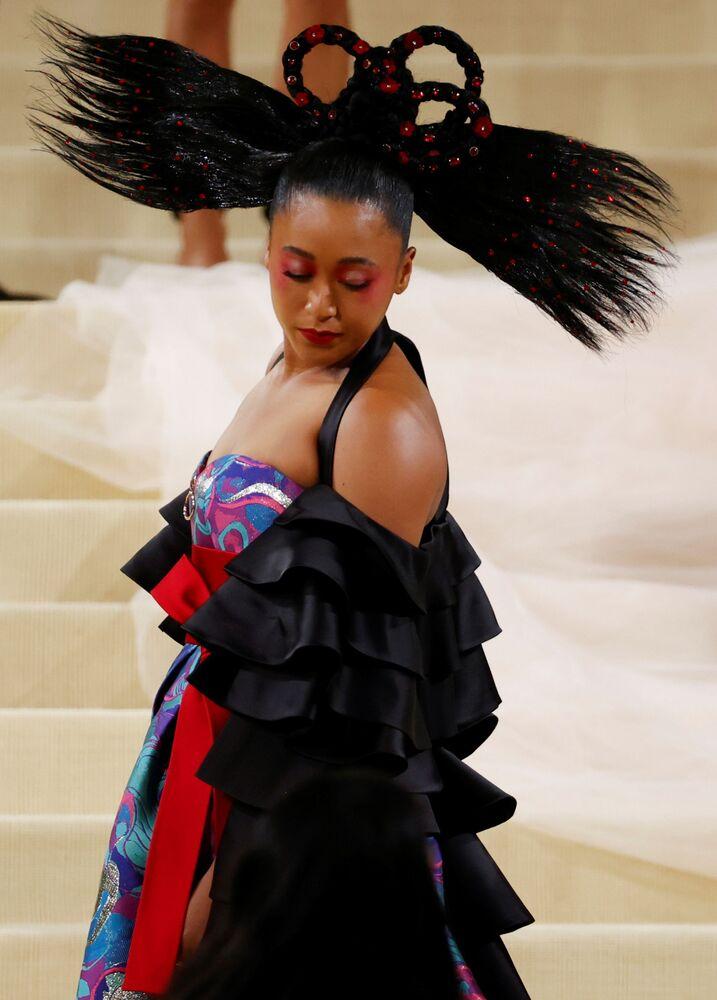 لاعبة تنس اليابانية ناعومي أوساكا خلال حفل ممتحف متروبوليتان للفن في تصميم الأزياء، خلال مراسم احتفالية بافتتاح معرض في أمريكا: معجم الموضة في مدينة نيويورك، الولايات المتحدة، 13 سبتمبر 2021
