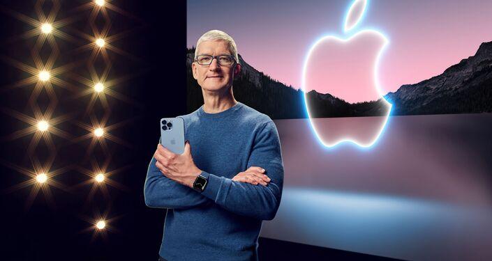 المدير العام لشركة آبل تيم كوك شف الستار عن أيفون 13 برو ماكس الجديد في أبل بارك في كوبيرتينو، كاليفورنيا، 14 سبتمبر 2021