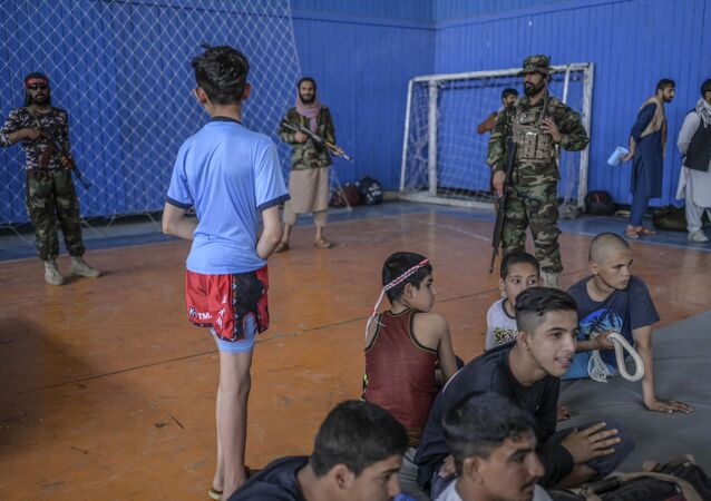 مدير التربية البدنية والرياضة بحركة طالبان بشير أحمد رستمزاي (ليس في الصورة) أثناء زيارته لصالة رياضية في كابول، أفغانستان 14 سبتمبر 2021