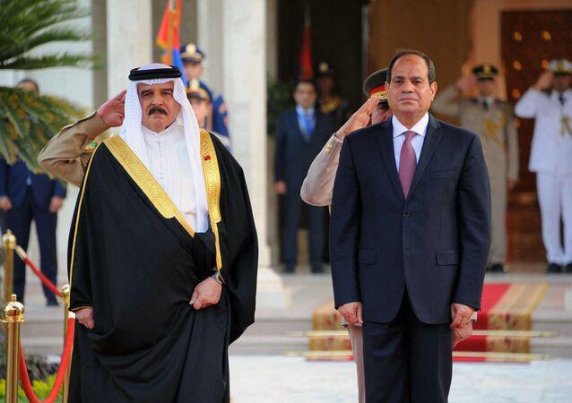 الرئيس المصري، عبد الفتاح السيسي، مع العاهل البحريني الملك حمد بن عيسى آل خليفة