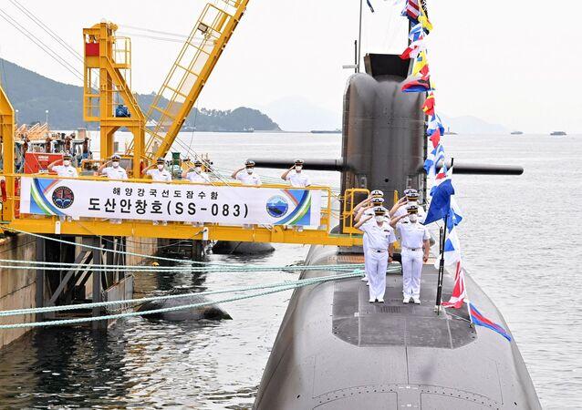 غواصة ديزل تابعة للأسطول الحربي لكوريا الجنوبية