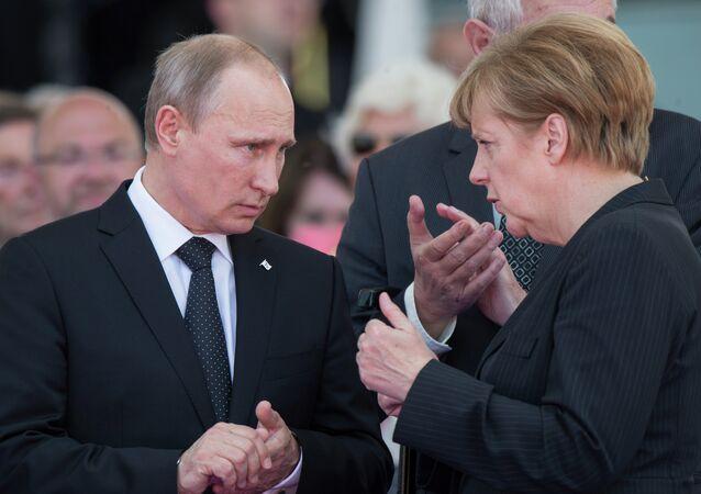 فلاديمير بوتين وأنجيلا ميركيل