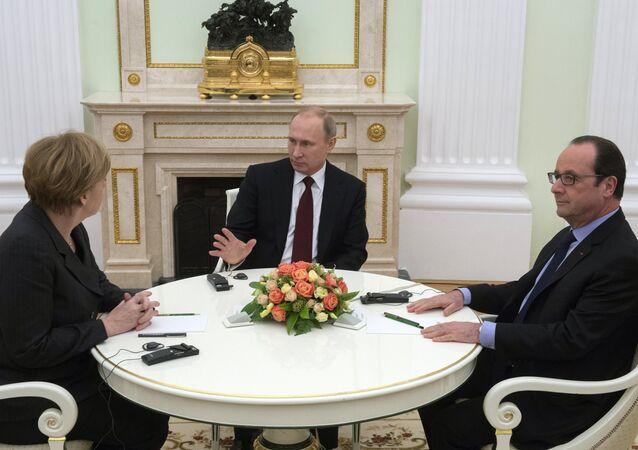 محادثات بين بوتين وميركل وهولاند في موسكو حول أوكرانيا