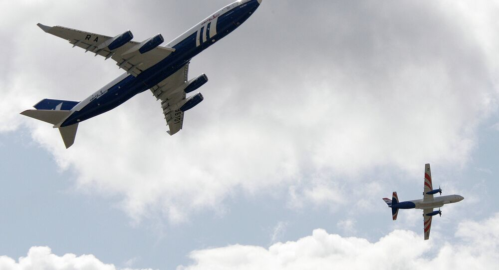 طائرتا إيل-96-400 تي وإيل-114