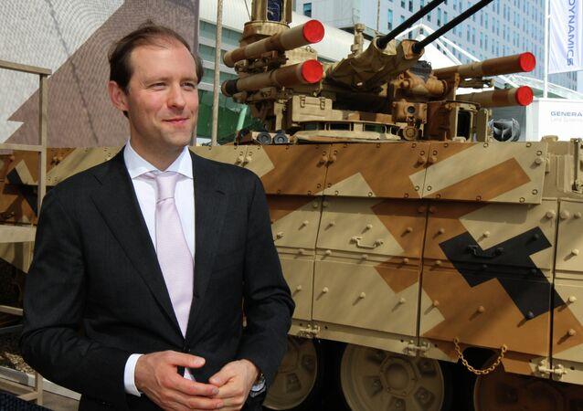 وزير الصناعة والتجارة الروسي دينيس مانتوروف يحضر معرض آيدكس 2013