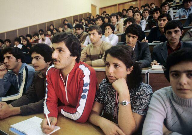 طلاب جامعة