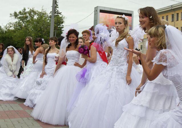 مسيرة الزفاف في مدينة تومسك
