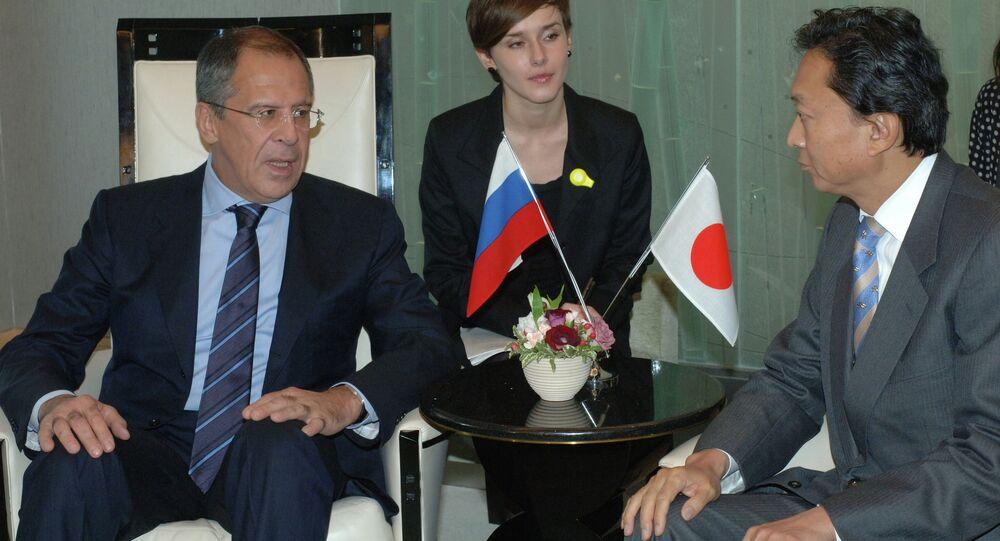 سيرغي لافروف وزير الخارجية الروسي يلتقي يوكيو هاتوياما، الأمين العام للحزب الديمقراطي الياباني
