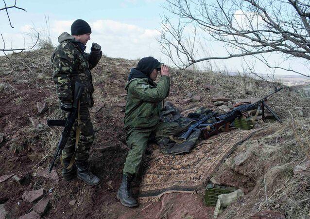 متطوعان من الدفاع الشعبي في شرق أوكرانيا