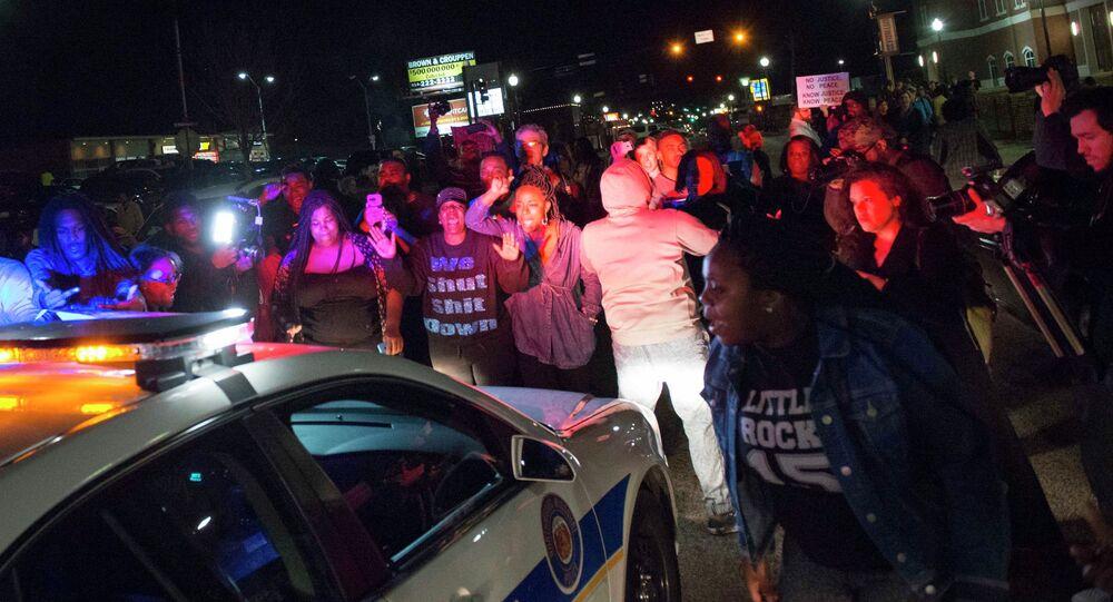 إصابة شرطيين بجروح بعد اندلاع أعمال عنف في فيرغسون الأمريكية