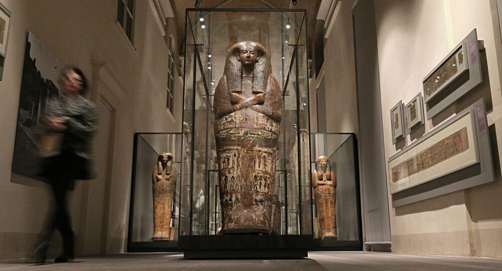 آثار وتحف مصرية