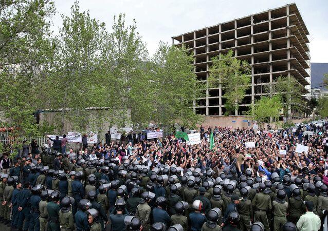 مظاهرة عند السفارة السعودية في طهران