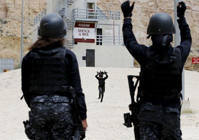 نساء الشرطة الأردنية أثناء التدريبات العسكرية Warrior-2015