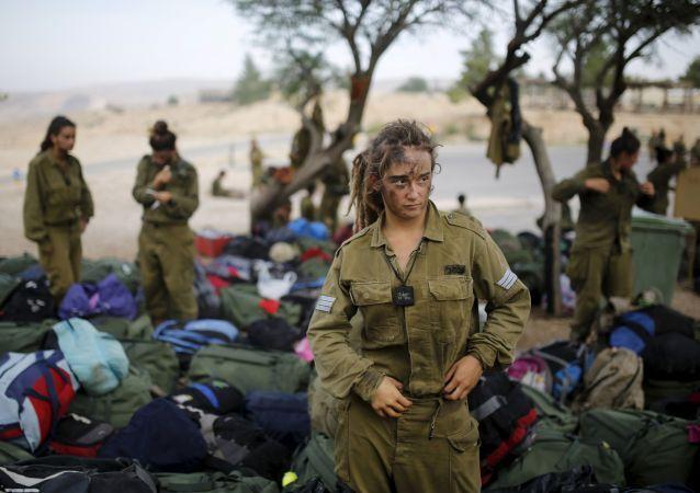 فتاة من كتيبة كاراكال بالجيش الإسرائيلي