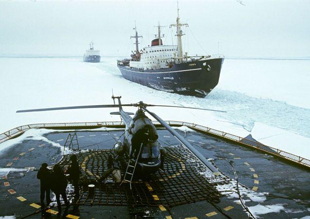 ممر إقلاع وهبوط طائرات الهليكوبتر على متن كاسحة الجليد أركتيكا