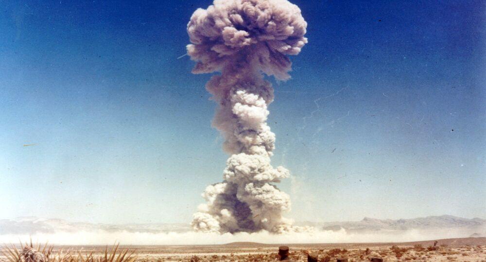 تجريب السلاح النووي في نيفادا بالولايات المتحدة الأمريكية
