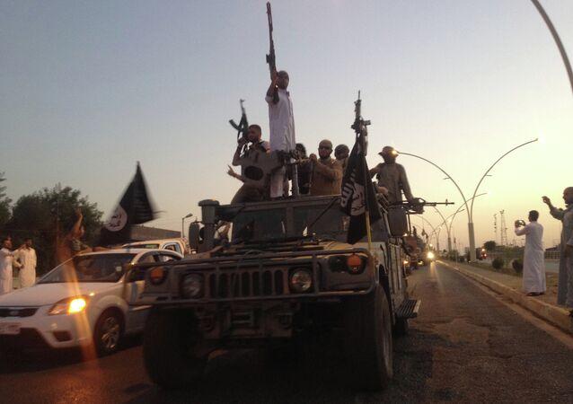 استعراض داعش في شوارع الموصل في العراق