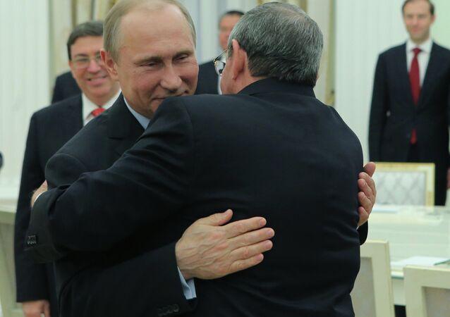 لقاء راوول كاسترو وفلاديمير بوتين