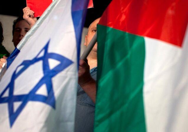 اعلام فلسطينية وإسرائيلية